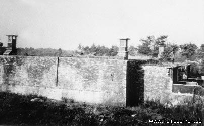 """Geschichte eines Bunkers - Der Bunker nach den ersten """"Entmilitarisierungsarbeiten"""" - Abriß der Schrägrampe©Einheitsgemeinde Hambühren"""